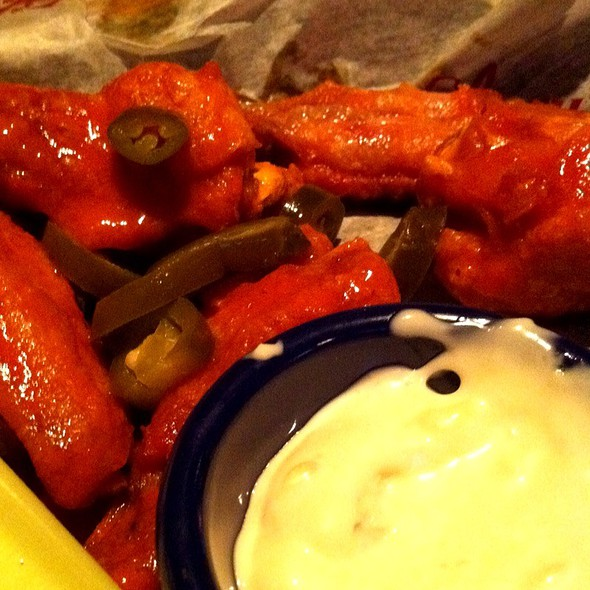 Buffalo Wings @ Glory Days Grill