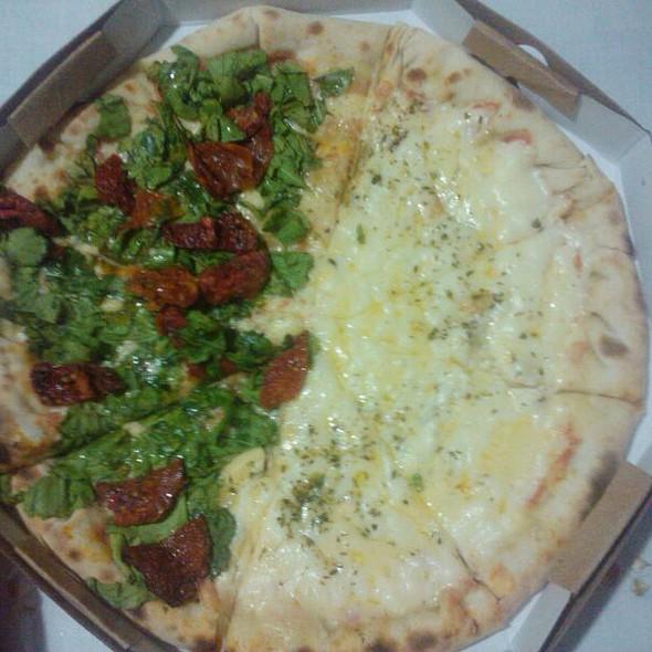Pizza De Tomate Seco E 4 Queijos