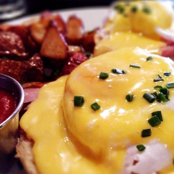 Eggs Benedict @ Cafe 640