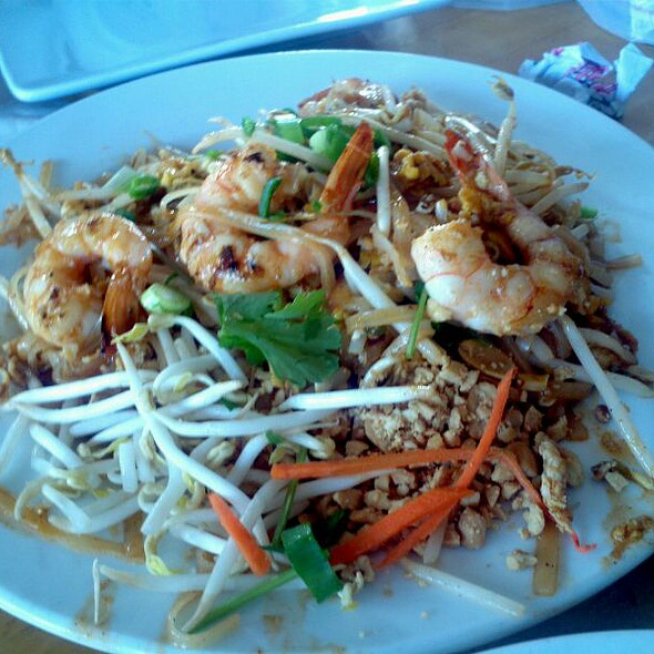 Chicken Pad Thai At Thai Patio Hollywood
