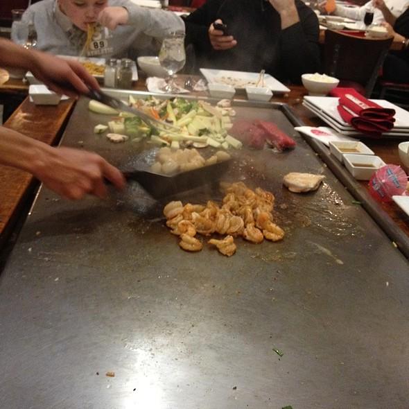 Hibachi - Bisuteki Japanese Steakhouse and Sushi Bar - Four Points Sheraton Boston Logan, Revere, MA