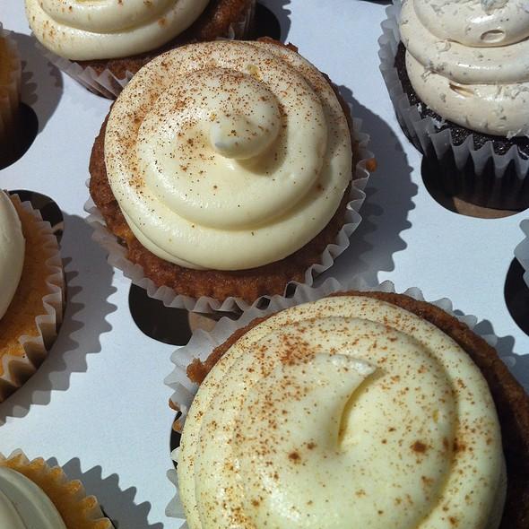Cinnapple cupcakes @ Flirty Cupcakes