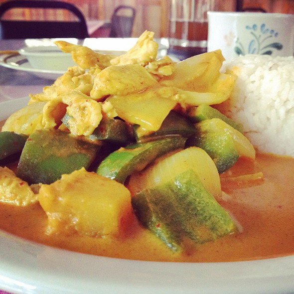 Yellow Curry With Chicken @ Chockchai