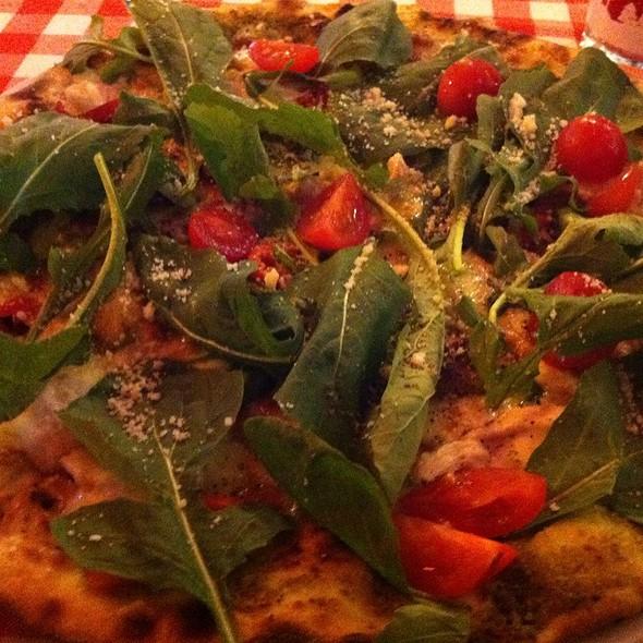 Pesto pizza @ Pizano Pizzeria