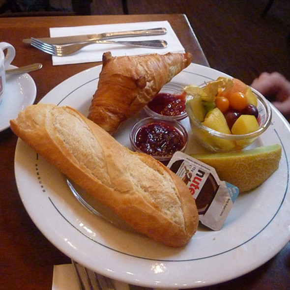 Breakfast @ Café Paris