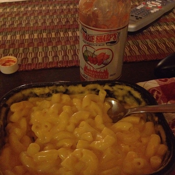 Stoffer's Macaroni & Cheese With Marie Sharp's Habanero Pepper Sauce @ Wonderful Woodside