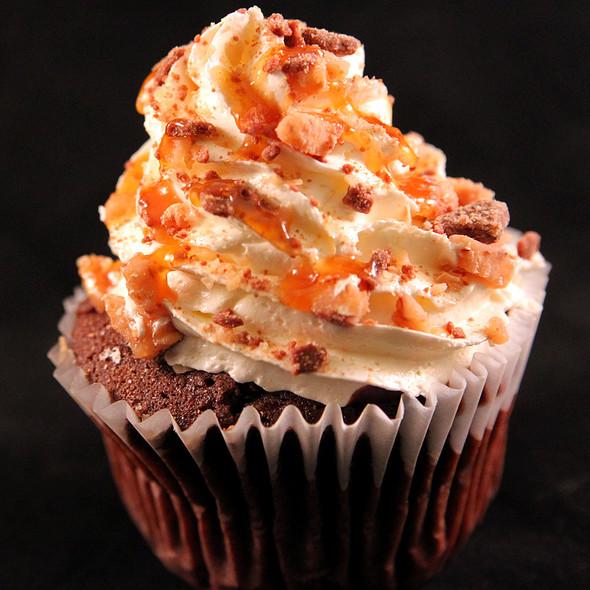 Toffee Caramel Crunch Cupcake @ Simply Cupcakes