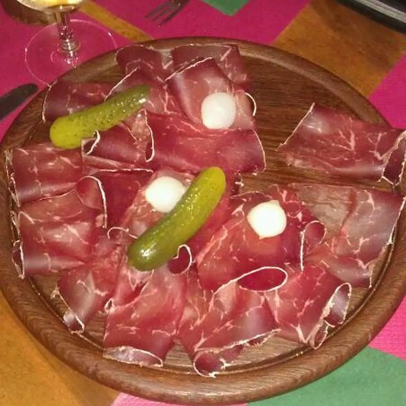 Viande séchée @ Restaurant Vieux Carouge