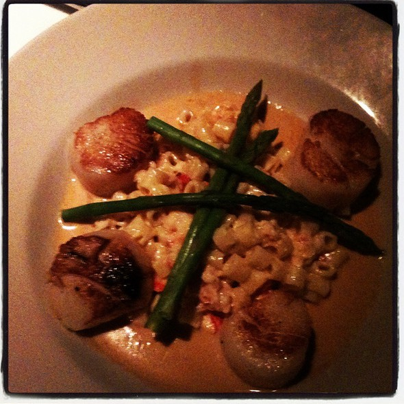 Sea Scallops With Lobster Mac & Cheese @ Midtown Cafe