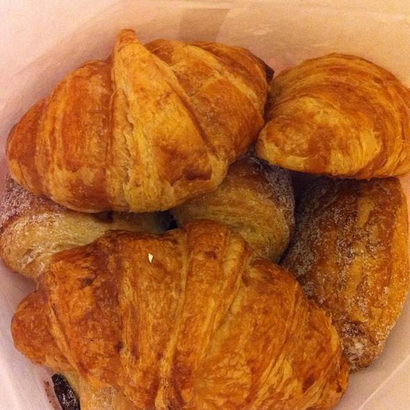 Croissants @ Fendu Boulangerie