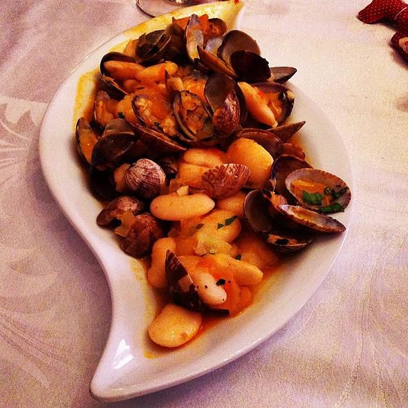 #almejas con #habichuelas pics  #instafood @ Asociación Gastronómica Amigos De La Huerta De Bajo Lugar