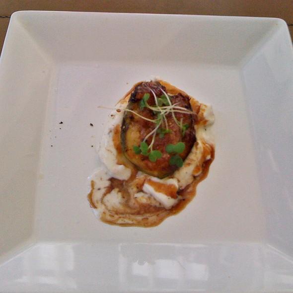 Burrata com Figo e Aceto Balsâmico @ Sal Gastronomia