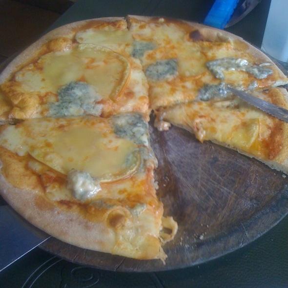 Pizza A Los 4 Quesos @ Quilmes Centro Coyoacan