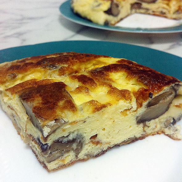 Cheese & mushrooms omelette @ Kool's