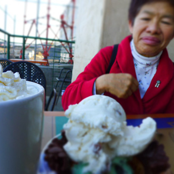 ice cream and hot chocolate @ Ghirardelli Chocolate Shop