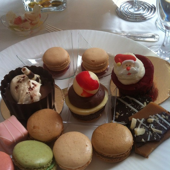 Chocolate Pot De Creme, Peanut Butter Jelly Macaroon, Red Vrlvet Cheescake, Tri Color Cheesecake, Macaroons, Petite Fours @ The Ritz-Carlton, St. Louis