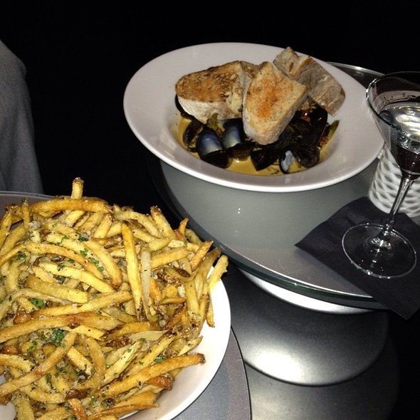 Mussels And Fries @ The W Chicago Hotel - City Center