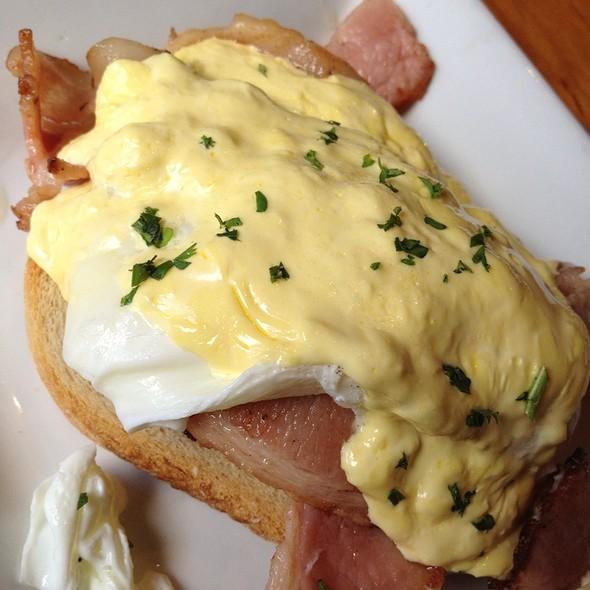 Egg Benedict @ Pasta La Vista