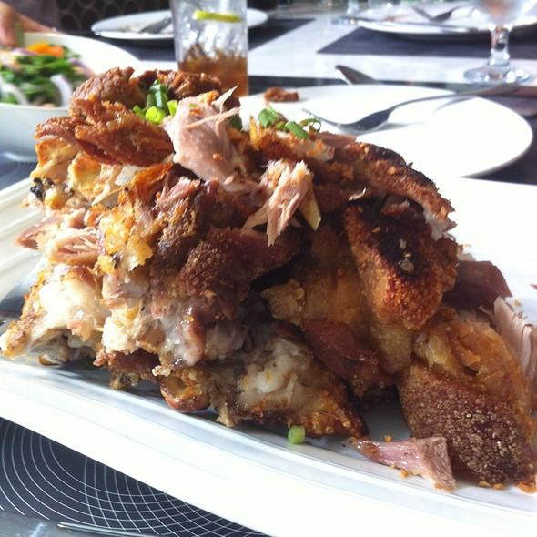 Oven Baked Crispy Pata @ Cerchio