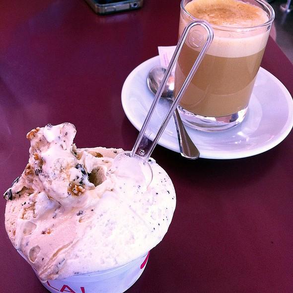 Oreo ice cream and caramel @ Vhola!