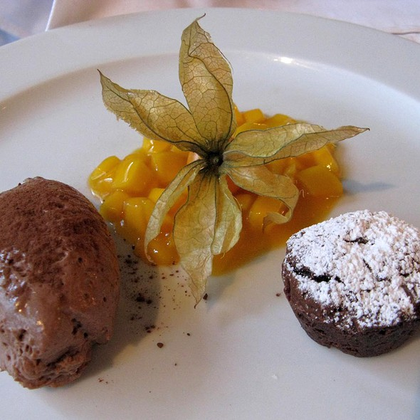Duo of Chocolate with Mango Confit @ Restaurant Rexrodt