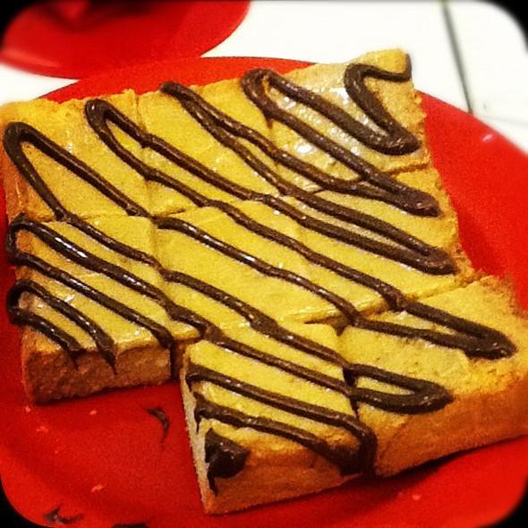 peanut butter toast #yakun #kaya #toast  #bread ie forfoodies #chocolatesauce #sauce #peanutbutter #goodfood #comfortfood #yummy gasm porn #favorite #photooftheday #popular #popularpage @ Ya Kun Kaya Toast
