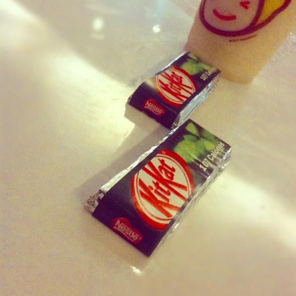 Mint Chocolate Kitkat @ Happy Lemon