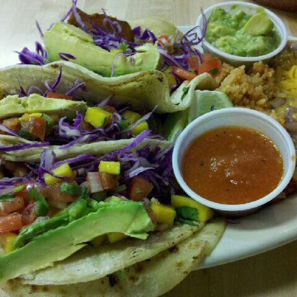 fish tacos @ Michael-David Winery