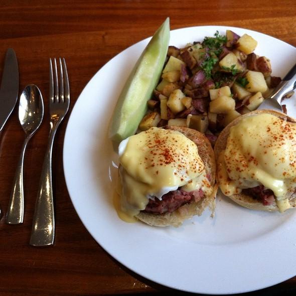 Corned Beef Hash Benedict @ Meli Cafe & Juice Bar