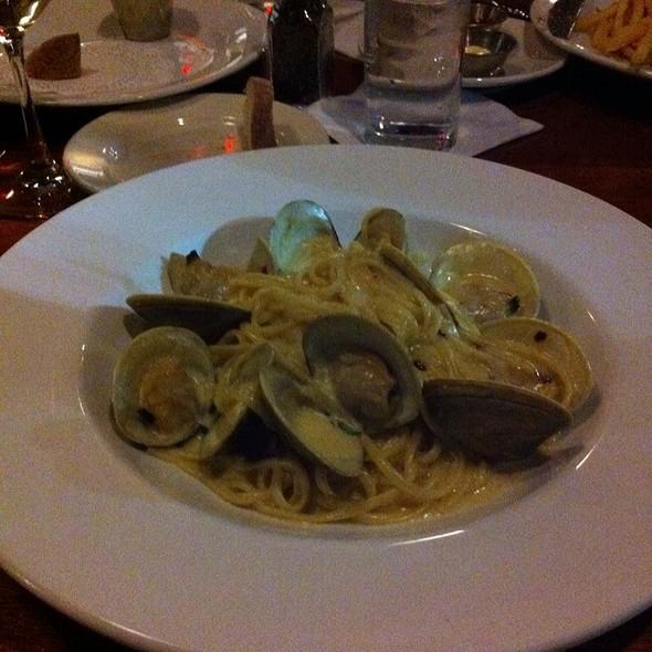 Linguine Vongole @ Table 3 Restaurant & Market