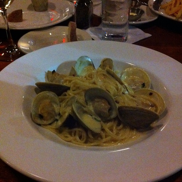 Linguine Vongole @ Table 3 Restaurant & Market