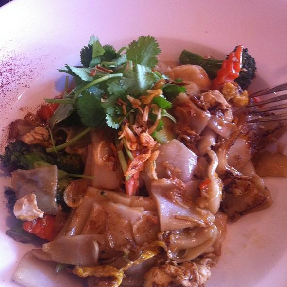 See Ew W/Prawns @ Mai Thai