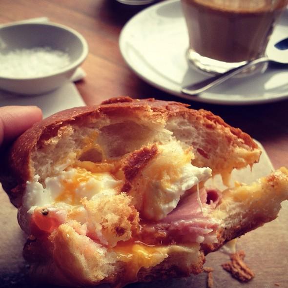 Benny Breakfast Roll