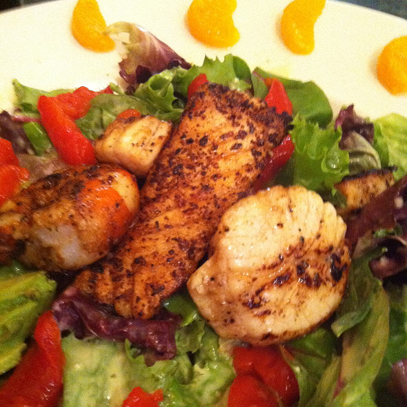 Grilled Seafood Salad At Evanu0027s Kitchen And Catering