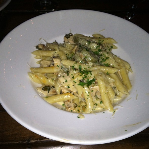 Penne With Grilled Chicken & Articoke In A Cream Sauce @ Zeppole