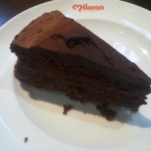 Chocolate Cake @ Milano Pastelaria