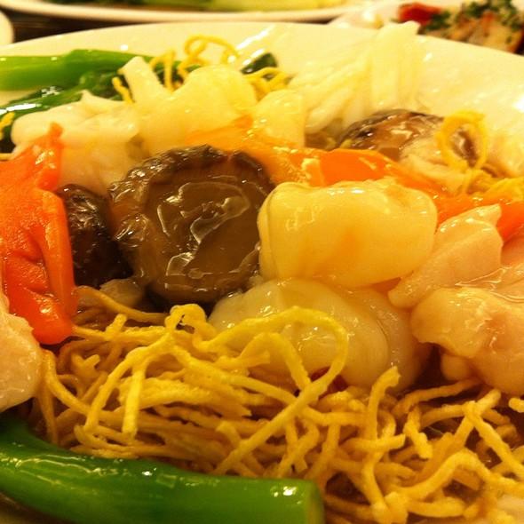 Crispy Noodle & Seafood Stir Fry @ Yeebo Seafood & Hot Pot Restaurant