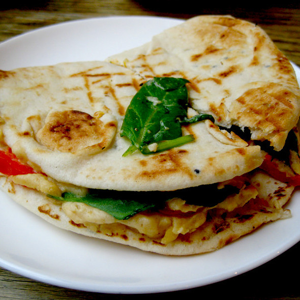 Pepper, Hummus and Spinach in Toasted Flatbread @ Yumchaa Teas Soho