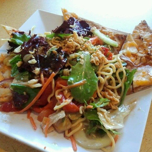 Asian Flatbread Salad @ Crispers