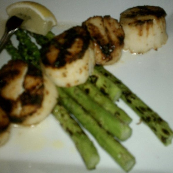 Wood Grilled Scallops And Asparagus