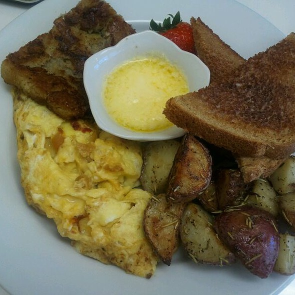 Full Scramble Breakfast @ Connie's Kitchen
