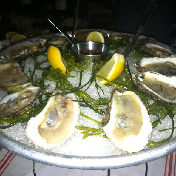 Assorted Oysters @ Prima Strada