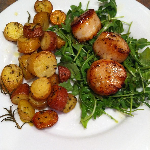 Brown Butter Seared Sea Scallops On Rocket W/Rosemary Roasted Idaho Fingerling Potatoes @ Mccollum's House