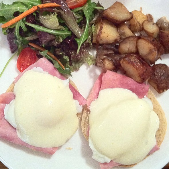 Eggs Benedict @ Sue Perette