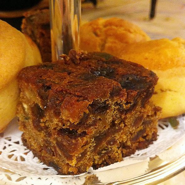 plum cake @ Hotel Ritz Madrid
