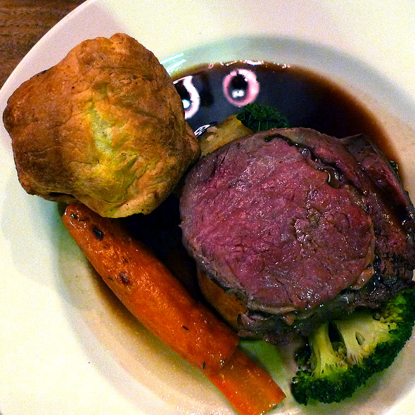 roast beef, yorkshire pudding with roast potatoes and carrots
