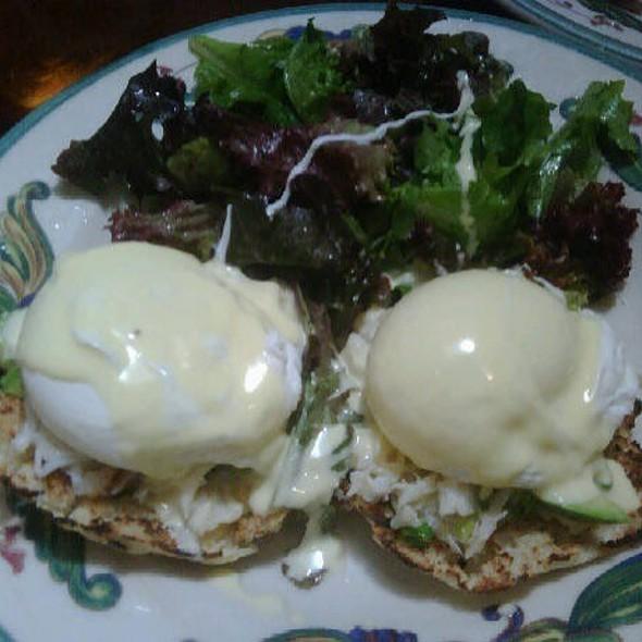 Eggs Benedict @ Zazie