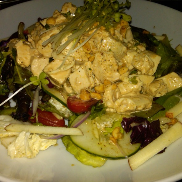Peanut chicken salad @ 5 Napkin Burger