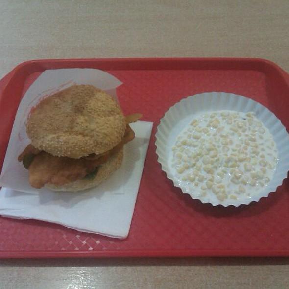 Chicken Sandwich /w Mayo Corn Salad