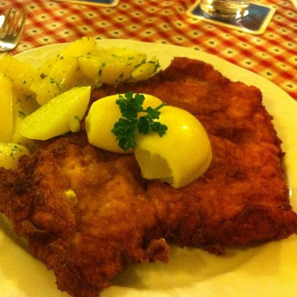 Wienerschnitzel @ Gasthof im Landhaushof
